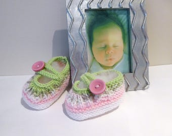 Knitted pink & green booties, baby girl bootie shoes, button strap booties, baby knitwear, bootees 3 to 6 months, baby gift, flower booties