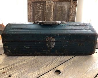 Vintage tool box a bit chippy shabby cutie!