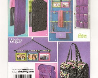 A Teen Room Organizer/Accessories Sewing Pattern: Garment Bags, Shoe & Hanging Organizer, Photo Hanger, Two Totes - Uncut ~ Simplicity 4191