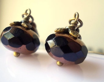 Earrings Acorn earrings Black drop earrings Black jewel Antique brass Woodland jewelry Small earring Black glass bead Dangle Bronze jewelry