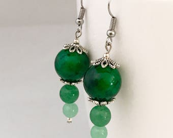 Green dangle earrings, green earrings, earrings green, green bead earrings, green drop earrings, green beaded earrings