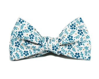 White blue floral bow tie, men's bow tie with flowers, wedding cotton bow tie, self-tie bow tie and pocket square set, bow tie for groom