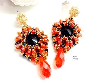 Handmade chandelier earrings en red, black, gold, beadwork jewelry, glass beaded earrings, dangle drop earrings, jewelry for her, unique