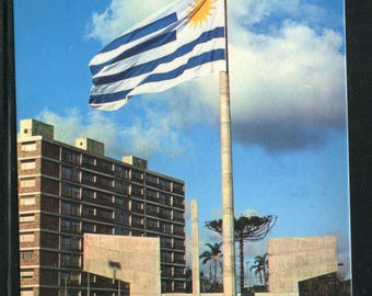 Uruguay Vintage Postcards  / 1 Unused Postcard Uruguay South America/Flag's Monument
