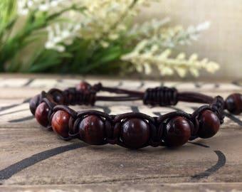Oeil de tigre rouge Macrame Bracelet en cuir, Bracelet en pierres précieuses rouges, les femmes Boho anniversaire cadeau pour elle, cadeau pour maman