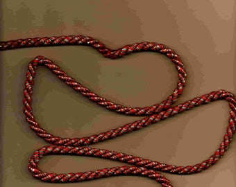 Two-tone red and green knotted cord 7mm wide
