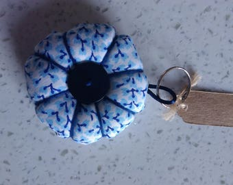 Keychain in shape of rosette fabric white, blue and turquoise