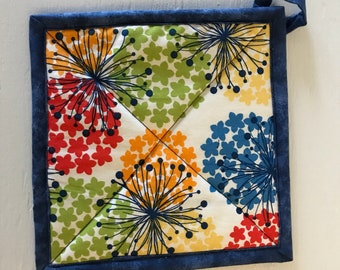 Quilted Handmade Potholders,  Kitchen accessories, Hostess gift, housewarming gift, kitchen linen