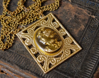 Vintage metal necklace embellished with cameo
