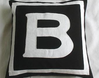 Coussin monogramme. Housse de coussin décoratif noir et blanc lettre initiale B en vente. Alfabut B Parsnalize cadeau coussin 20 % de réduction. 16and18 pouces