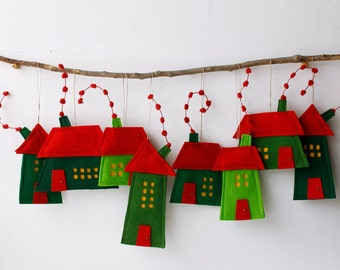 Houses ornaments, Set of eight Felt Houses, decoration for hanging, Wall Art, Red Green color, Christmas ornaments, Holiday gift