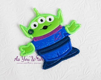 Green Toy  Alien Bag Tag