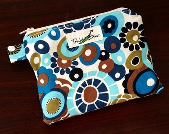 """7""""x5"""" Tab-Handled Wetbag ~ Vintage Daisies Cotton with PUL Lining ~ by Talulah Bean"""