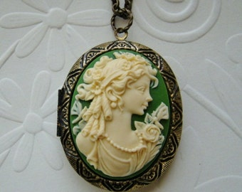 Large Cameo Locket Birthday Gift Bride Bridesmaid Mother Wife Anniversary Gift Friend Sister Daughter Emerald/Cream Photo Pictures - Martha