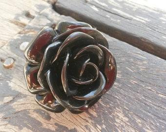 Vintage chuncky plastic black flower rose ring