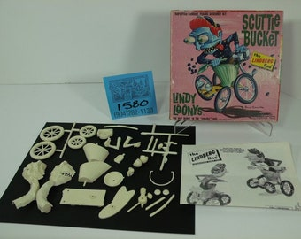 """1960's Lindburg Lines """"Lindy Loonies""""-Scuttlebucket Kit w/ Box and Instructions"""