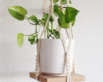 Hanging planter with its medium Board macrame / macramé plant hanging