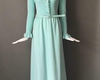 Lovely Vtg 70s Alison Ayres Originals Mint Green Stretch Maxi Dress Ribbed Ruffle Bodice Rhinestone Buttons Up Front S M
