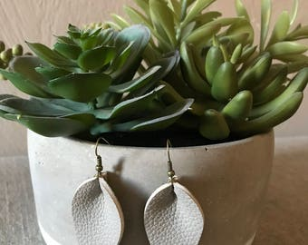 Gray Piched Petal Earrings