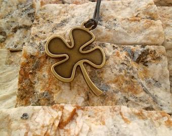Four leaf clover necklace keychain,lucky Shamrock pendant,Ireland clover,Good luck plant,woman lucky charm,St Patricks day jewelry,Glasgow