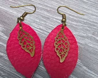 Earring women form navette faux leather red fuchsia, gold leaf charm