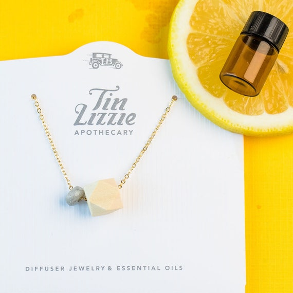 MOLLY Gift Set - Diffuser Necklace (Gold) with Essential Oil Blend