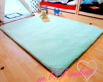 XXL play blanket with cuddly Minky, with high filling density