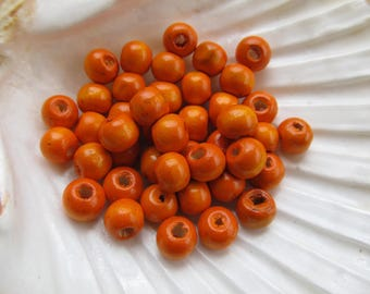Set of 50 8 mm in diameter wooden beads painted with color: orange.
