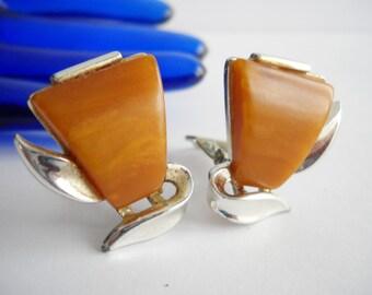 Earrings Bakelite Vintage Charel Bakelite Butterscotch Marbled Bakelite Clip On Cluster Silver Tone Metal Modern Modernist Mid Century