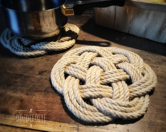 Flat knot piton below 10