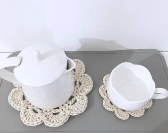 Set of 2 saucers and 1 sous-theiere.