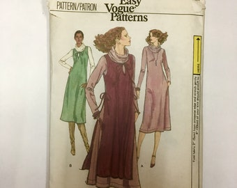Vintage Vogue Sewing Pattern number 9932, Uncut