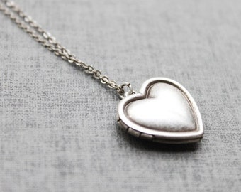 Personalized Vintage style Simple Heart Locket, Silver locket Initial Necklace,Silver Heart locket, Personalized Initial Disc - S2092-1