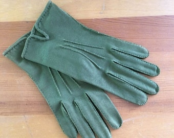 30% Off Sale 60s Elevette by Dawnelle Olive Green Driving Wrist Gloves, Size Small