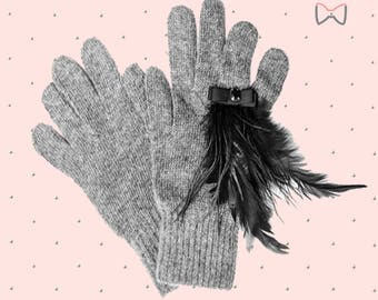 Grey mixed cashmere and angora gloves with feathers