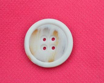 large button round fancy 28mm diam.