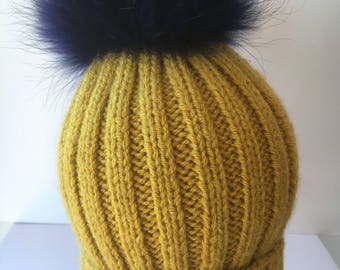 Beanie ribbed with fur removable pom