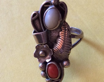 Vintage Decorative Silver, Coral and Mother of Pearl Native American Ring