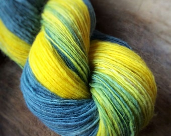 You are my sunshine - supreme shetland wool  - single thread handspun shawl yarn 100gr 434m