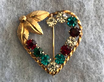 Adorable Vintage Gold Tone Heart Wreath Brooch with Colorful Rhinestones