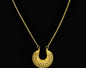 Gold Crescent Moon Pendant Chain Necklace