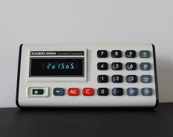 Vintage 1970s Casio Mini Electronic Calculator Model CM-605 Works Well with Vinyl Case Green Number Display
