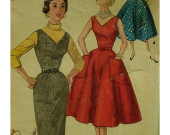 """50s Wiggle Dress Pattern, Fitted Bodice, V-Neck, Straight Skirt, Flared Skirt, Sleeveless, Patch Pockets Simplicity No 1235 Size 16 Bust 34"""""""