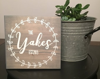 Family Name Sign, Custom Name Sign, Rustic Wood Sign, Family Established Sign, Wedding Gift, Anniversary Gift, Housewarming, Farmhouse Decor