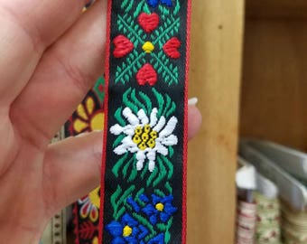 Heart edelweiss Scandinavian woven  fabric trim 1 inch wide sold by the yard