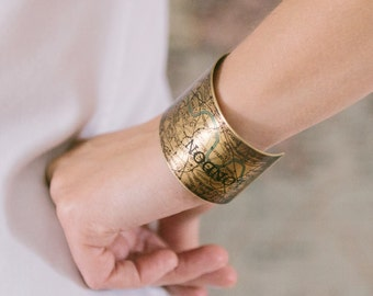 Vintage London Map Bracelet - Steampunk Brass Cuff - Antique Map Jewelry - Old Map Gift - Unique Gift Idea - Geeky Gift - London Gift
