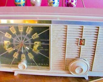Vintage Mid Century 50's SYLVANIA Beige Bakelite Alarm Clock Tube RADIO Model 5C16 w/ Built In Antennae Great Retro Home Electronics Deco VG