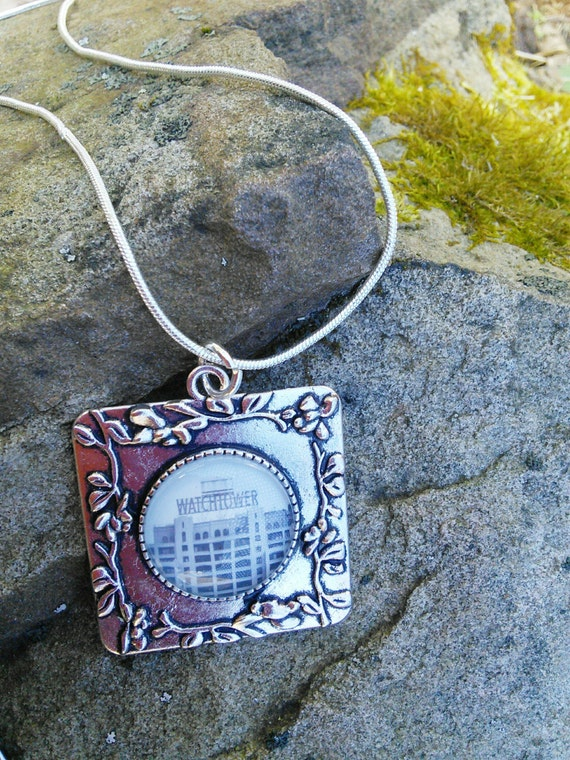 JW Pendant, Square with circle glass insert.  JW.ORG or Watchtower Sign!  Silver-tone setting and chain. Blue velvet gift pouch #7