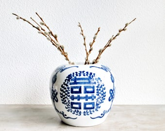 Large Vintage Chinese Blue and White Chinoiserie Double Happiness Pottery Jar Vase / Asian Cottage Country Boho Eclectic Victorian Decor