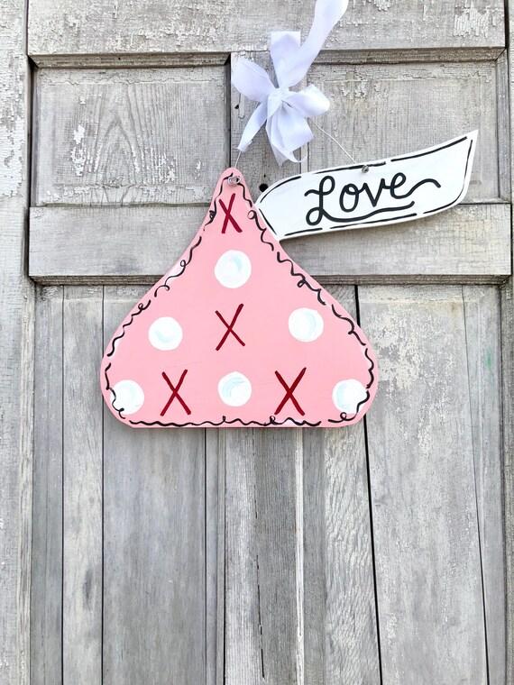 Pink, Valentine Kiss door hanger, Valentine's Day door hanger, kiss classroom sign, Valentine Day Door hanger, love door hanger, personalize